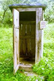 Squat_outhouse_cm01